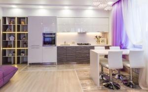 Встрейчайте лучшую скидку 7% при заявке через сайт - Kiryamebel. Дизайн кухни совмещённой с гостиной, г. Чебоксары.