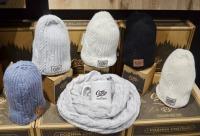 """Для всех кто не хочет мёрзнуть этой зимой скидка на зимние шапки и другие аксессуары -18%. Скидки действуют на продукцию """"Север"""" в магазинах, г. Мурманск."""