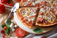"""Каждую среду с 16:00 до 22:00 скидка 20% на любимую пиццу - сеть ресторанов """"Грядка"""", г. Архангельск. Мы предоставим скидку."""