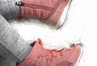 На фото прекрасные зимние ботиночки которые со скидкой обойдутся вам всего в 2370 вместо 3390 руб. На улице становиться совсем прохладно, г. Красноярск.