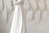 При покупке во время первой примерки скидки. Стильное кружевное платье ждёт свою невесту - свадебные платья недорого Москва.