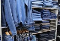 Большие скидки. Большой выбор мужской джинсовой одежды новое поступление, г. Челябинск. У нас бесплатные скидки.