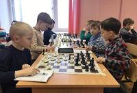 За ним - попов Тимур и Куприянов Даниил - шахматы в Архангельске.