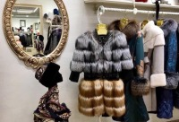 А скидки сейчас такие. 10%. На новую зимнюю коллекцию верхней одежды; - tangoмехов, Красноярск.
