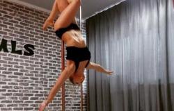 Клуб «Movement-LifeStyle». Безлимитные занятия PoleDance/PoleSport (танцы на шесте), стретчинг. Скидка до 55%