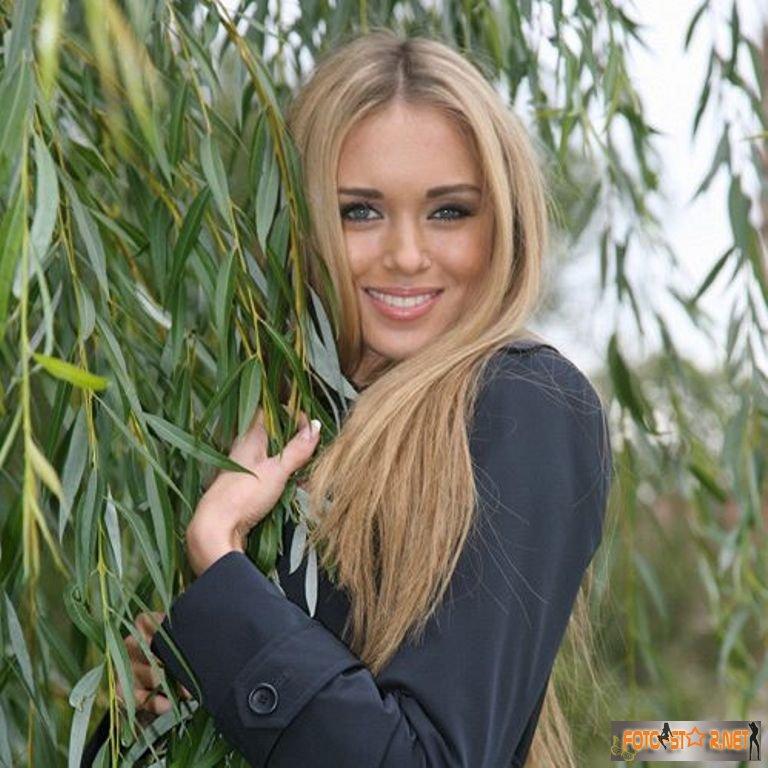 фото красивых девушек казашек в чулках